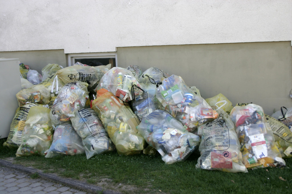 -_Recycling_in_Germany_-_Plastic_waste_to_be_collected_-